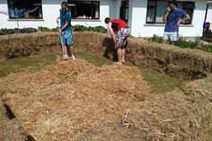 Three Irish lads build their own swimming pool from bales of hay