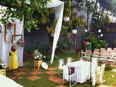 rumahduapohon: simple chic wedding decoration Wedding Dreams, Chic Wedding, Dream Wedding, Akad Nikah, Wedding Decorations, Table Decorations, Weddings, Simple, Home Decor