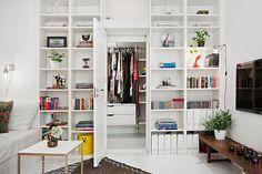 Witte houten boekenkast - appartement inrichten