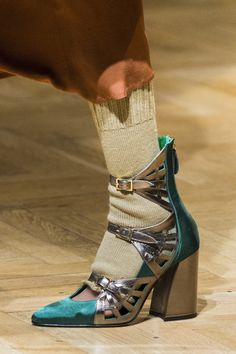 Stella Jean at Milan Fashion Week Fall 2017 - Details Runway Photos. love the shoes. socks are just over top shabby . I'm sure that was the point but I'm the case. Fab Shoes, Sock Shoes, Me Too Shoes, Shoe Boots, Stella Jean, Happy Legs, Fashion Shoes, Milan Fashion, Fashion Fashion