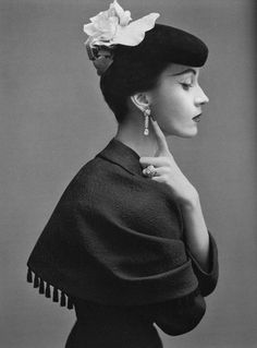 This elegant profile portrait is inspiring in the soft even lighting and delicate pose and attire.  Photo by Richard Avedon, 1950 | Balenciaga