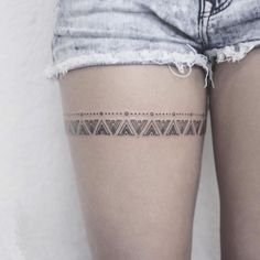 Digging the intricate design of this thigh tattoo.