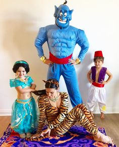 26 Creative Family Halloween Costume Ideas That You Haven't Seen Yet Find some amazingly creative family Halloween costume ideas to make this Halloween the best one ever. Everything from DIY family costumes to family costumes with a baby. Costumes Halloween Disney, Family Themed Halloween Costumes, Disney Family Costumes, Aladdin Halloween, Couples Halloween, Halloween Costume Contest, Creative Halloween Costumes, Halloween Kids, Costume Ideas