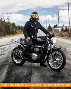 A very clean Triumph Thruxton 900 👌Repost from in Nova Scotia Triumph Cafe Racer, Cafe Racer Bikes, Triumph Motorcycles, British Motorcycles, Cafe Racer Style, Custom Cafe Racer, Cafe Racer Build, Motorcycle Types, Cafe Racer Motorcycle