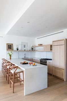Modern Kitchen Design – Want to refurbish or redo your kitchen? As part of a modern kitchen renovation or remodeling, know that there are a . Home Decor Kitchen, New Kitchen, Home Kitchens, Kitchen Ideas, Dream Kitchens, Rental Kitchen, Stylish Kitchen, Room Kitchen, Kitchen Inspiration