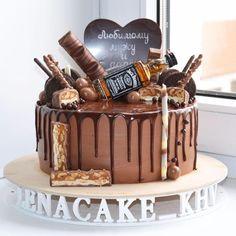 216 отметок «Нравится», 10 комментариев — Елена (@lenacake_khv) в Instagram: «Шоколадный сюрприз для мужа и папы внутри брауни с клубникой, 3,2 кг.»