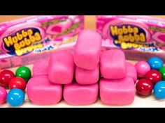 Make your own homemade bubble gum with this delicious bubble gum recipe! You can't miss a candy recipe this easy! And, not only does this gum taste great, it is awesome for blowing huge bubbles. Cookies Cupcakes And Cardio, Cupcake Cookies, Roll Cookies, How To Make Homemade, Food To Make, Gum Recipe, How To Make Bubbles, Easy Candy Recipes, Rainbow Bubbles