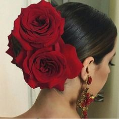 Flamenco hair for my Dinner look with classic makeup -Grace Spanish Hairstyles, Mexican Hairstyles, Bun Hairstyles, Wedding Hairstyles, Rosa Style, Quinceanera Hairstyles, Flamenco Dancers, Flamenco Party, Pin Up Hairstyles