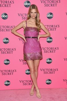 Nadine Leopold attends the Victoria's Secret Viewing Party ar Spring Studios on December 2018 in New York City. (Photo by Dimitrios Kambouris/Getty Images for Victoria's Secret) Victoria Secrets Pink, Moda Victoria Secret, Victoria Secret Fashion Show, Glamour Fashion, Mode Glamour, Girl Fashion, Womens Fashion, Luxury Fashion, Female Fashion