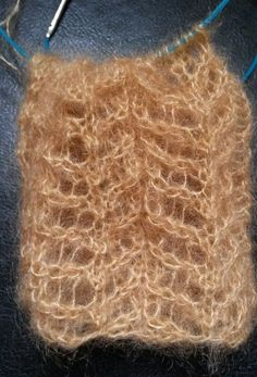 Catalog of reversible knit stitches, which do not roll either at the bottom or at the edges, for a scarf for example (twigs, openwork stitch) - Knitting Books, Knitting Stitches, Knitting Yarn, Baby Knitting, Knitting Patterns, Diy Crochet, Crochet Shawl, Stitch Pictures, Point Mousse