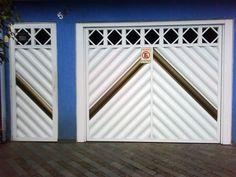 Portão de Alumínio - 020  Estrutura do requadro com perfil de 100x50mm e caixas com perfil 130x130mm.   PODER SER: Basculante, deslizante ou Abrir.   NAS CORES:Branco, Preto ou Marrom com pintura Eletrostática ou anodizado: Bronze, Preto, Fosco ou Brilhante.   O portão deve seguir o estilo da fachada. Se você adotou um estilo moderno, as linhas do portão devem manter o mesmo visual. Os portões são produzidos em alumínio, com durabilidade, resistência e beleza que seu projeto exige.