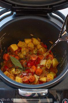 Gulaș de pește - o rețetă simplă și deosebită | Bucate Aromate Romanian Food, Ratatouille, Ethnic Recipes, Face, Faces, Facial
