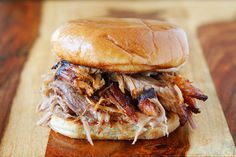 Honestly the best pulled pork recipe I've ever made. After trying this pulled pork oven recipe, I'll never make crock pot pulled pork again! This makes the BEST pulled pork sandwich ever! Pulled Pork Oven, Perfect Pulled Pork, Pulled Pork Recipes, Meat Recipes, Cooking Recipes, Party Recipes, Batch Cooking, Top Recipes, Recipes Dinner