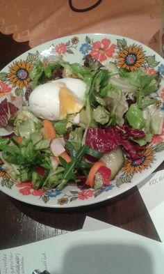 Fitness salátek.  Potřebujeme: směs salátů, rukolu, případně další zeleninu, pepř, sůl. olivový olej, vejce. Postup: Omyjeme směs salátů, přidáme libovolnou zeleninu, sůl, pepř a zakápneme troškou oleje. Navrch podáváme ztracené vejce (v rozvířené vodě s octem vaříme 2 minutky).