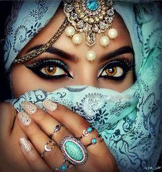 گراؤں پلکیں اور سب سے چھپا لوں تم کو اپنی آنکھوں میں اس طرح بسا لوں تم کو تو پاگلوں کی طرح خود کو مجھ سے مانگے  کچھ اس طرح سے تم هی سے چرا لوں تم کو تو کثابوں کی طرح مقدس هے میرے لئے کبھی آنکھوں سے ، کبھی دل سے لگا لوں تم کو