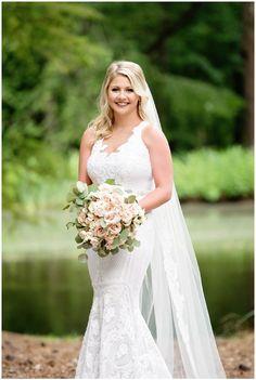 Pose Portrait, Bridal Portrait Poses, Bridal Poses, Bride Portrait, Bridal Photoshoot, Bridal Session, Bridal Shoot, Bridal Updo, Bridal Hairstyles