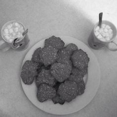 Oatmeal cookies, and hot chocolate☕️