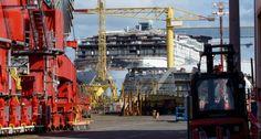 https://flic.kr/p/sXKMTx | L'OASIS 3 | Chantiers de St Nazaire Paquebot commandé par Royal Carribean Cruisz Line 361m de long 72m de haut 6360 passagers 2700 cabines 2100 membres d'équipage