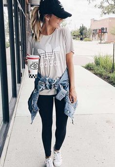 25 Athleisure Outfits to Created with Sneakers - #athleisure #created #outfits #sneakers Outfits With Hats, Mode Outfits, Fashion Outfits, Womens Fashion, Cap Outfits For Women, Sporty Fashion, Yoga Fashion, Club Outfits, Summer Casual Outfits For Women