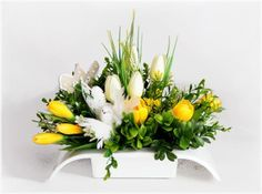 Easter Flower Arrangements, Easter Flowers, Diy Flowers, Cemetery Flowers, Flower Cards, Fall Decor, Table Decorations, Spring, Inspiration