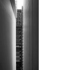 #peep #slit #opposite #publichousing #facade #groovelines #projections #profiling #stacking #sg #sonya7ii
