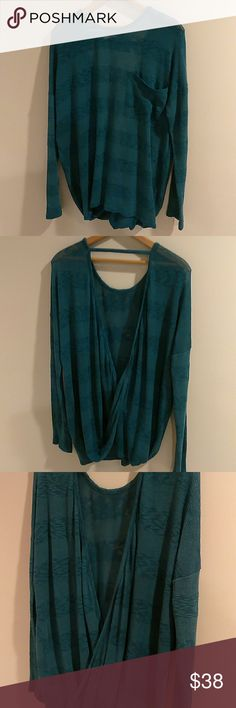 💋Oversized Sheer Open Back Sweater Sz M💋 💋Oversized Sheer Open Back Sweater Sz M💋  🔹Super pretty forest green & print sweater 🔹Super soft, comfy & looks GREAT w/evrythng 🔹In Excellent Condition Boutique Sweaters