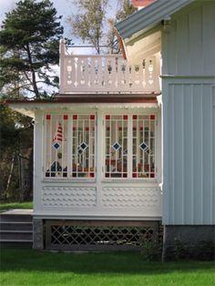 Arkitekten Albert Svenssons glasveranda på Lökholmen Gazebo, Pergola, Scandinavian Cottage, Cottage Porch, Households, Greenhouses, Open Floor, Interior And Exterior, Craftsman