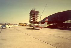 1955-1976, als der zivile Flugverkehr noch auf der militärischen Seite des Flughafen abgefertigt wurde.....