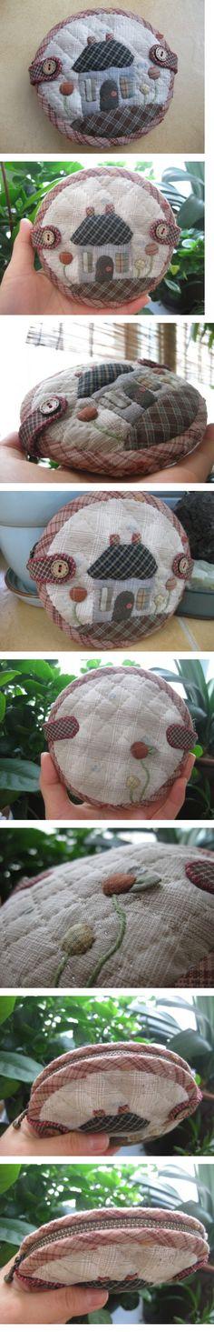 ♡ 퀼트의 美를 전하는 『 http://퀼트미 』 입니다. ♡ - [깜찍한 동전지갑]....would also make a cute pincushion....