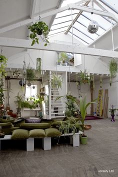 Pin by michiko yamamoto on garden projects Dream Apartment, Studio Apartment, Exterior Design, Interior And Exterior, Lofts For Rent, Industrial Office Design, Balcony Design, Green Rooms, Unique Home Decor
