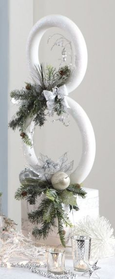 A great centerpiece for your holiday table. Snowman Sculpture - Uses a & extruded (smooth)foam wreaths and a cube plus various picks, etc Christmas Snowman, Winter Christmas, Christmas Holidays, Christmas Wreaths, Christmas Ornaments, Diy Snowman, Snowman Hat, Father Christmas, Christmas Wedding