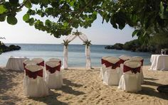 What a spectacular Jamaica Picture on the Beach. The top Caribbean Island for Honeymoon Destinations
