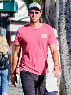 Let's face it. Liam Hemsworth looks hunky in anything, especially a casual tee and cap, not to mention trendy aviator sunnies!