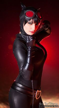 Character: Catwoman / From: DC Comics New 52 'Catwoman' / Cosplayer: Cristal Lightning (aka CristalCosplay)