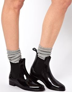 http://www.asos.com/JuJu%20Black%20Chelsea%20Jelly%20Ankle%20Boots/prod/pgeProduct.aspx?iid=2980787&clr=Black 250,-