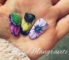 Cute flower nails perfect         Cute flower nails perfect for summer.