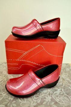 Sanita Loreli Patent Leather Closed Back Clogs 5-5.5/36 Pink Cute Sassy Comfy #Sanita #ClosedBackClogs #WeartoWork