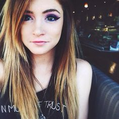 ::FC;Chrissy constanza:: Hey Chloe here.I am single and ready to mingle.I am a goofball*i smile*. I am on the light side.I like to read, draw, play sports, sing, come say hi!!