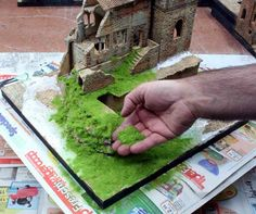 in this Step-by-Step guide, I will explain how to create old brick walls for a miniature Diorama. Christmas Village Display, Christmas Villages, Miniature Crafts, Miniature Houses, Miniature Dolls, Fairy Houses, Doll Crafts, Diy Crafts For Kids, Dollhouse Miniatures