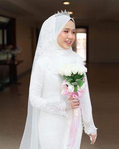 Solemnization of Nana & Amir mua Hijabi Wedding, Muslimah Wedding Dress, Hijab Style Dress, Muslim Wedding Dresses, Hijab Bride, Muslim Brides, Dream Wedding Dresses, Wedding Attire, Wedding Gowns