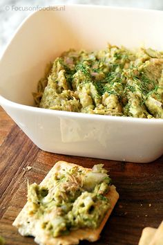 Lunch tonijnsalade - lekker op rijstwafels of in een ijsbergslawrap met tomatensalade erbij - ook lekker om nog bleekselderij en paprika aan toe te voegen