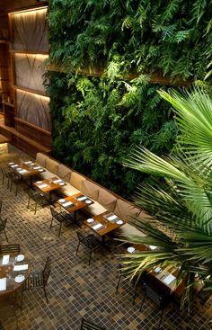Restaurante Kaa - Arthur Casas- vast living walls in a restaurant Design Bar Restaurant, Luxury Restaurant, Outdoor Restaurant, Modern Restaurant, Restaurant Restaurant, Restaurant Lighting, Luxury Cafe, Decoration Restaurant, Restaurant En Plein Air