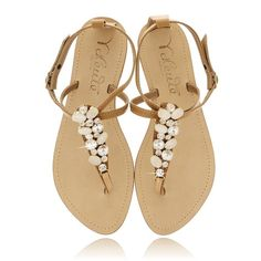 ANGELO VALENTE ZORA Beige Crystal Sandals ($194) ❤ liked on Polyvore featuring shoes, sandals, flats, sapatos, zapatos, crystal shoes, beige shoes, crystal flats, embellished flats i flat pumps
