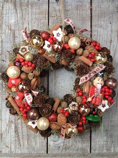 Christmas wreath https://www.facebook.com/120025798038542/photos/a.638348829539567.1073741840.120025798038542/638355419538908/?type=1