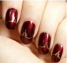 rote Gelnägel zu Weihnachten weihnachtsbaum fingernägel motive golden