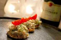 Heerlijk hapje voor oudejaarsavond: knoflookcrostini's met een tartaar van gamba