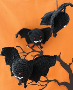 Another possible cat toy.  I need a bat & a kraken...long story Lily® Sugar'n Cream® Bat crochet free pattern