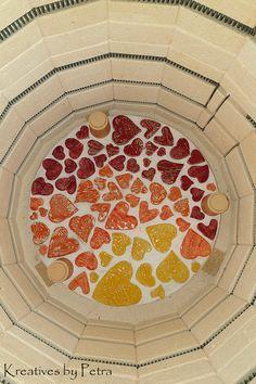 einen Blick in meinen Brennofen ;-)) bunte Fliesenstücke für mein großes Mosaikherz in meiner Werkstatt...von kreativesbypetra #Keramik #ceramik #brennofen #Glasur #glasurbrand #glaze #ton #töpfern #töpferei #plattentechnik #herzen #hearts #fliesen #botz Petra, Tree Skirts, Hearts, Christmas Tree, Holiday Decor, Mosaics, Work Shop Garage, Tile, Clay