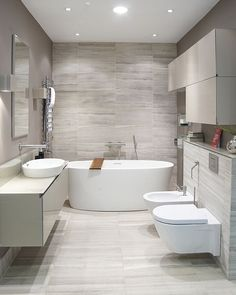 Breathtaking 14 Simple Bathroom Interior Ideas To Look More Awesome The simple bathroom interior ideas are indeed impressed on a small bathroom, but the truth is simple is not always synonymous with a small room. Diy Bathroom, Trendy Bathroom, Modern Bathroom Design, Bathroom Layout, Bathroom Interior, Simple Bathroom, Beige Bathroom, Small Remodel, Tile Bathroom