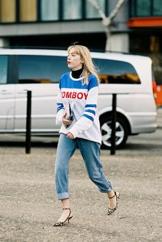 I love that she did a leo kitten heel with that sporty spice moment. London. #VanessaJackman